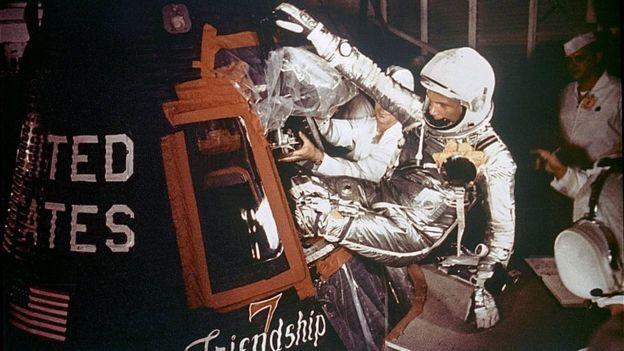 Американський герой: у США помер астронавт, який здійснив перший орбітальний політ