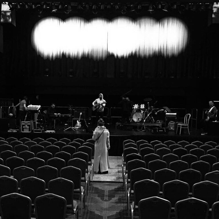 Кароль стала на коліна на сцені Лондона і заспівала гімн України