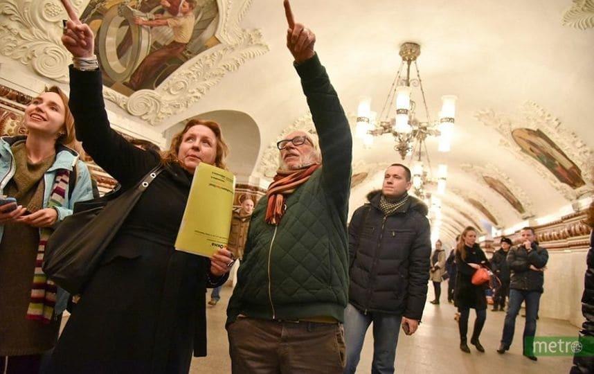Россия – не Крым: довольный Пьер Ришар прокатился в метро Москвы