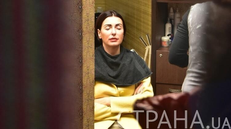 Поки чоловік працює: дружину Яценюка зняли в перукарні