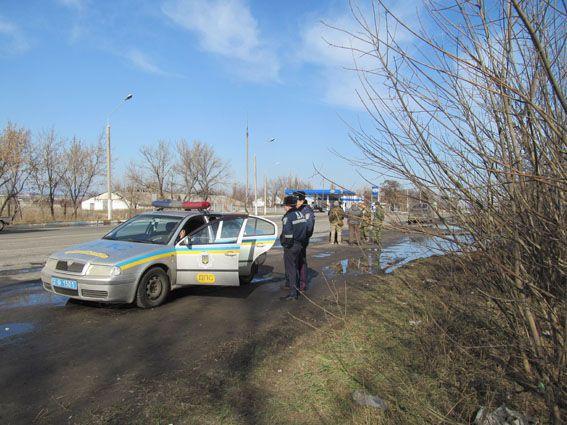 Поліцейські влаштували перестрілку з добровольцями біля Слов'янська: опубліковані фото