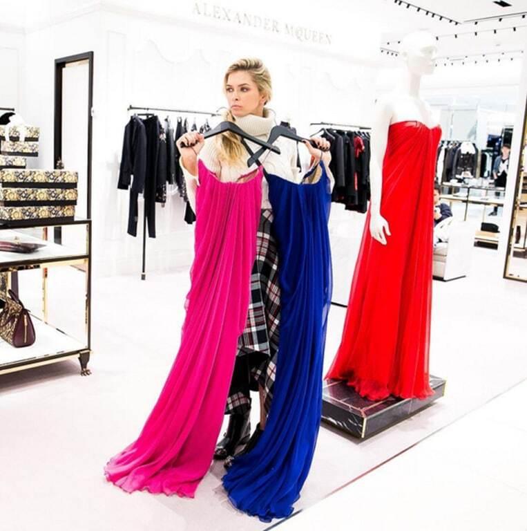 Невже вагітна: одяг Брежнєвої на концерті в Москві розбурхав шанувальників