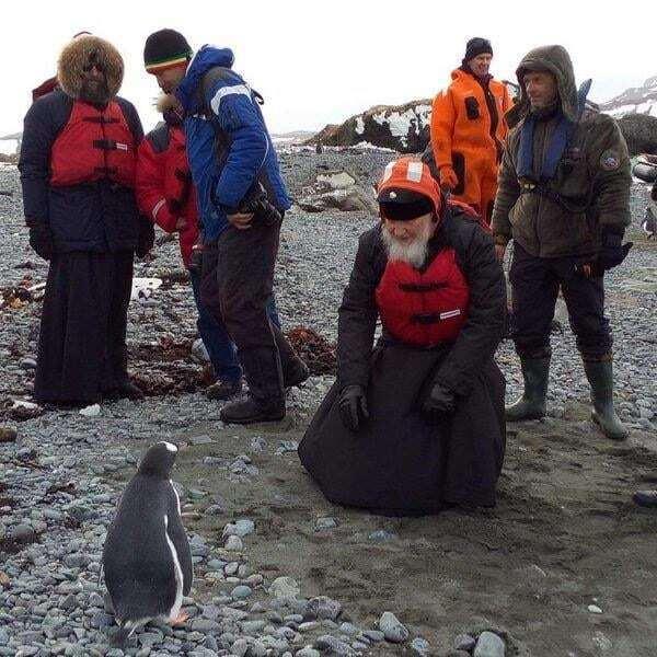 Патриарх Кирилл навестил пингвинов в Антарктиде