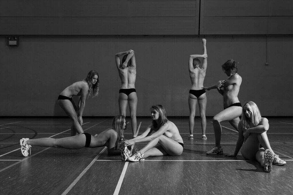 Юные английские спортсменки снялись обнаженными, ради благородной цели