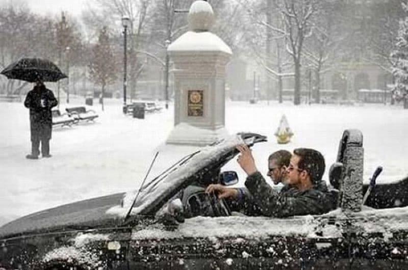 Холода нипочем: смешные фото людей, которые побороли зиму