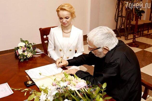 80-річний Джигарханян одружився з молодою обраницею