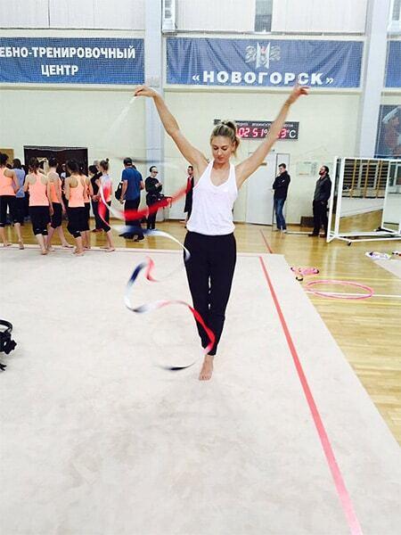 Шарапова покрасувалася у незвичному вигляді на тренуванні гімнасток: забавні фотографії