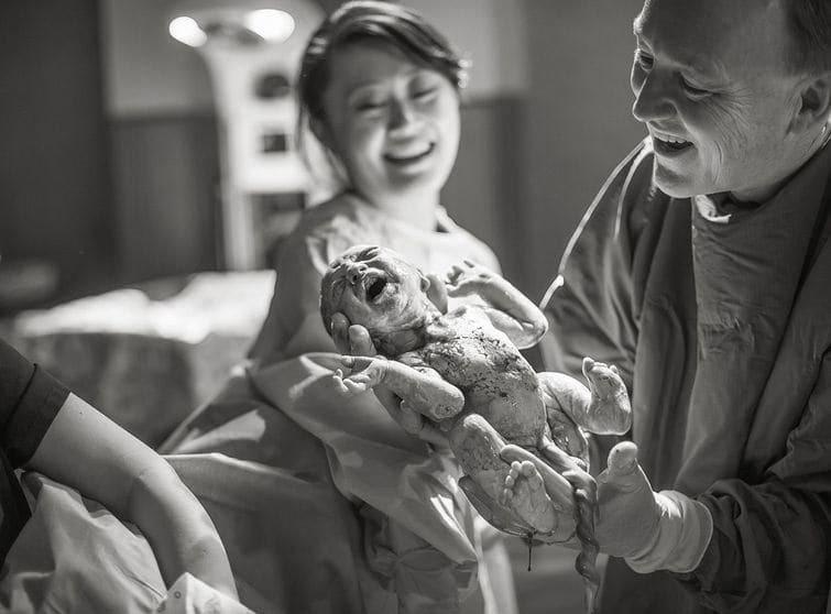 девушки во время рождения фото женщин привела