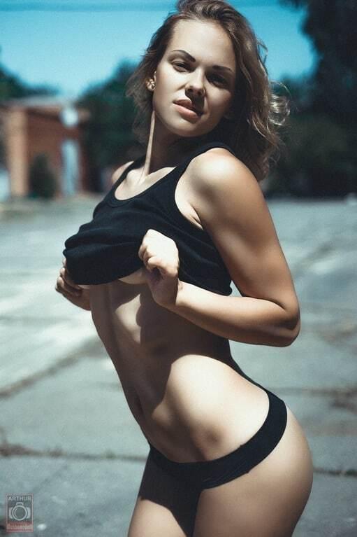 Російська чемпіонка похвалилася еротичними фотографіями: спокусливі знімки