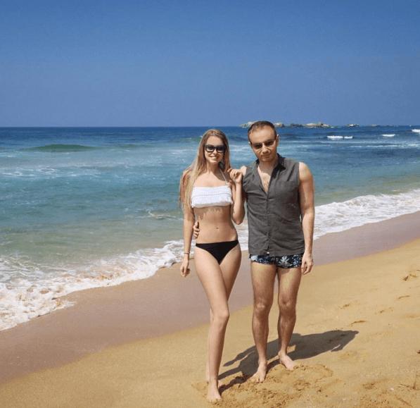 Син Повалій показав красуню-дружину на пляжі