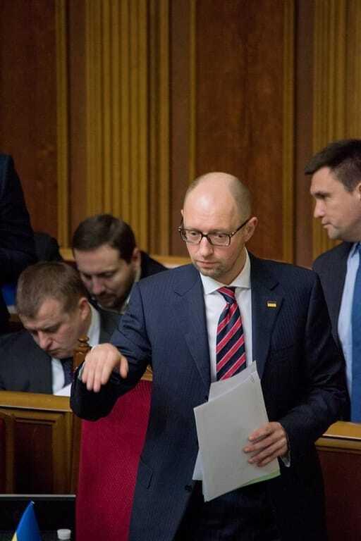 """""""Не надо печалиться"""": журналіст """"підловив"""" емоції Яценюка під час """"години уряду"""""""