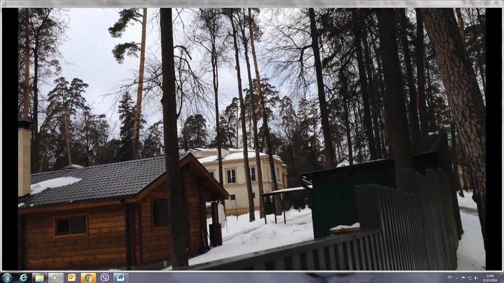 """Азаров живе поруч із """"путінськими слугами"""" в будинку на 1000 кв. метрів: фоторепортаж"""