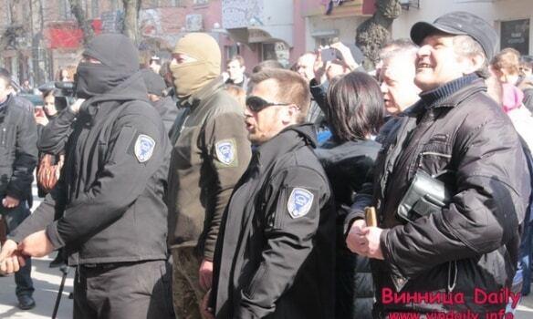 У Вінниці під час протесту облили водою начальника Нацполіції області: фоторепортаж