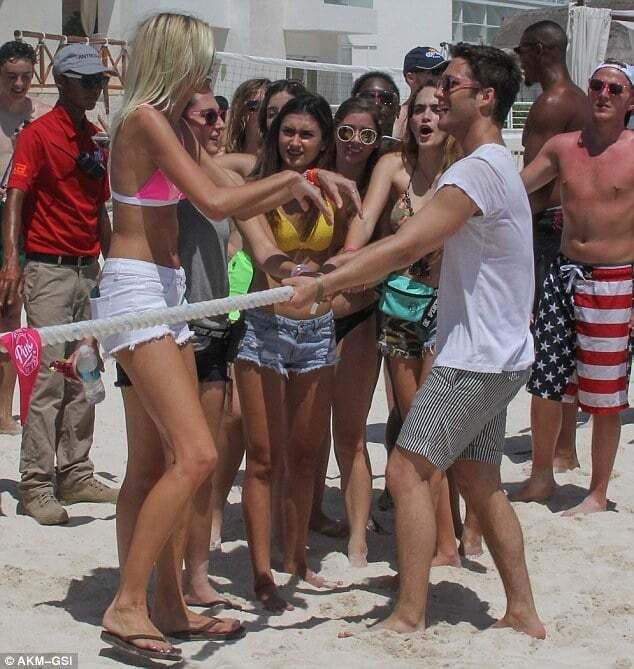 Мексиканские страсти: модели Victoria's Secret оторвались на пляжной вечеринке