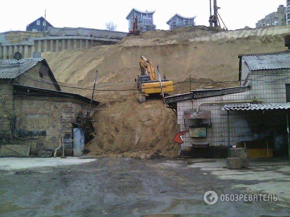 Рядом со стройкой экс-регионала в Киеве произошел оползень