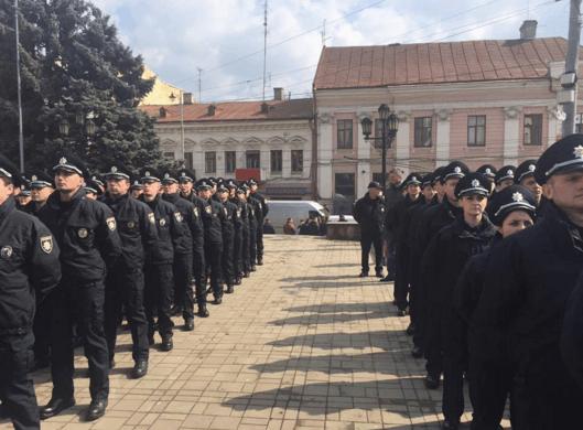 В Черновцах приняли присягу патрульные полицейские
