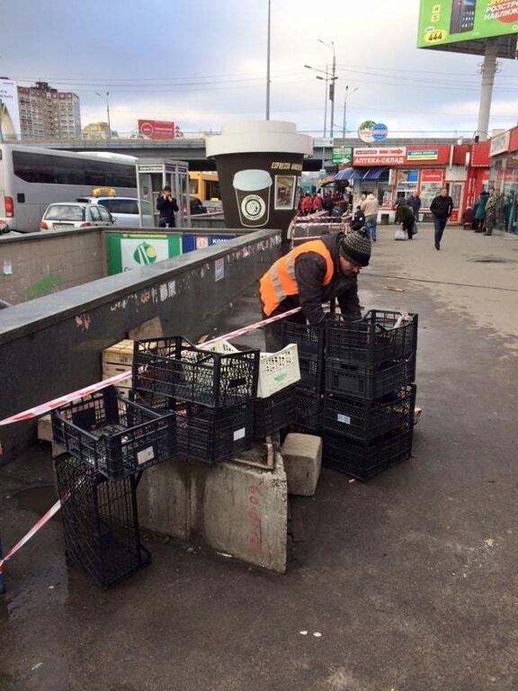 Ноу-хау: в Киеве придумали, как отогнать уличных торговцев от метро