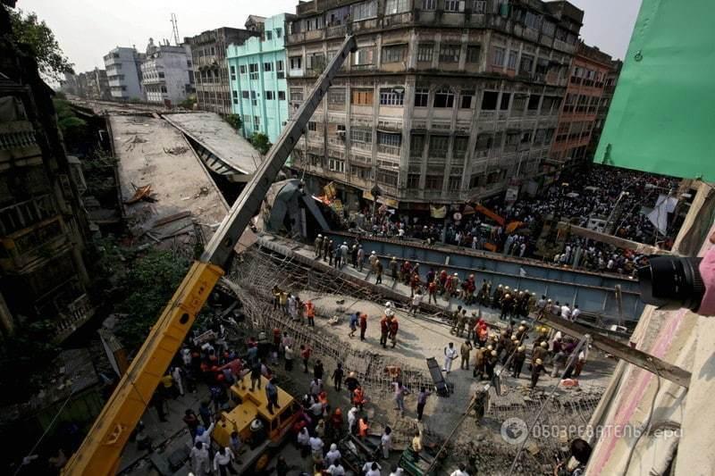 Обвалення естакади в Індії: 20 загиблих, понад 100 людей під завалами