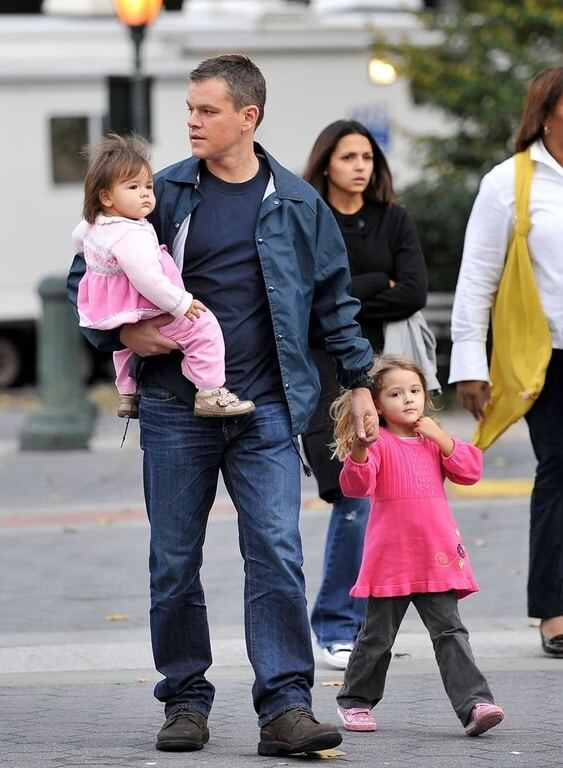 Отцовская любовь: заботливые голливудские звезды со своими малышами