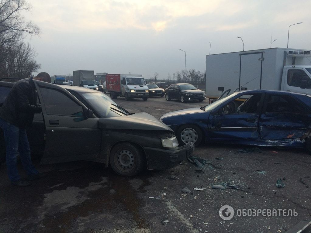 Масштабное ДТП под Киевом: водитель протаранил две машины на встречной