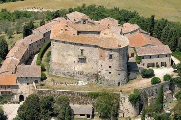 Сказка наяву: в Италии продадут старинный замок династии принцев