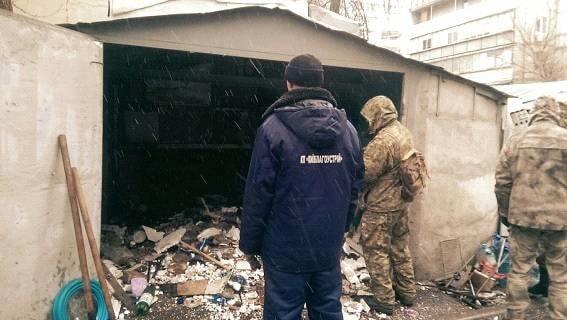Оце так знахідка: в Києві комунальники виявили арсенал зброї