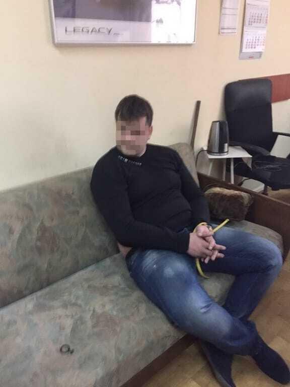 В Киеве СБУ задержала на взятке полицейского