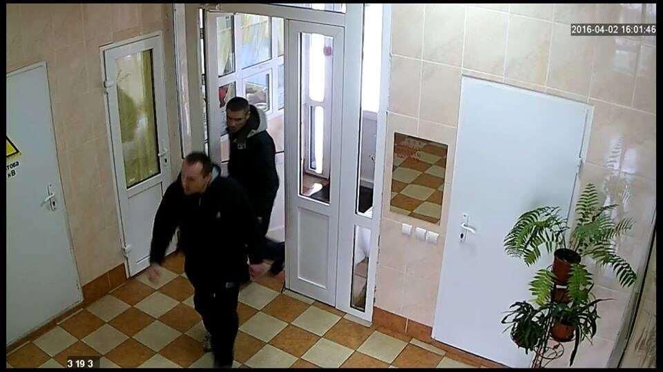 У соцмережі киян попросили допомогти впізнати квартирних злодіїв