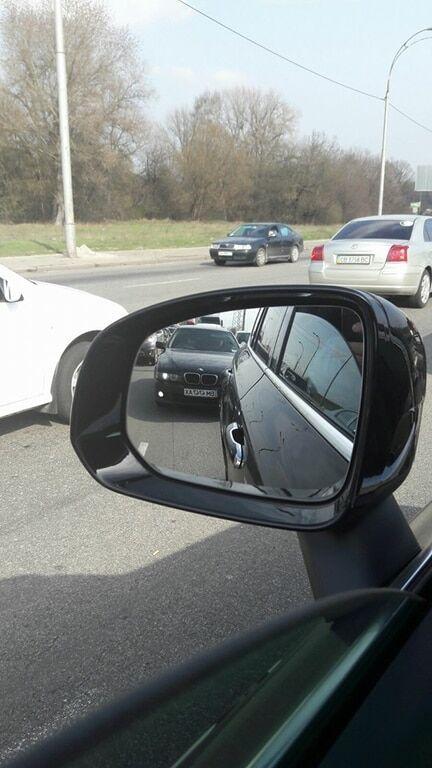 Водіїв Києва попередили про аферистів на BMW