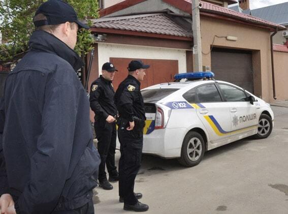 У Миколаєві біля будинку прогримів вибух: фоторепортаж
