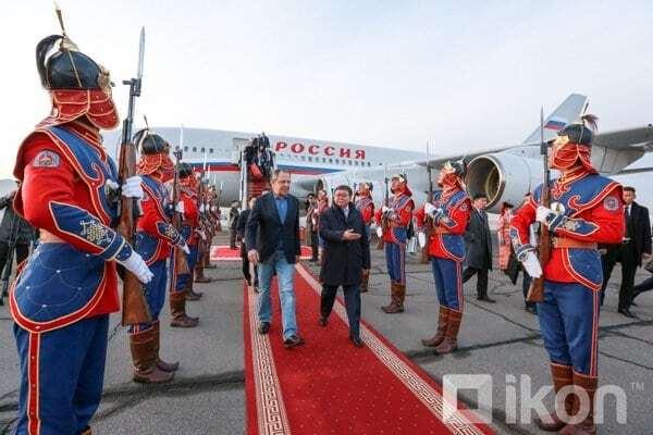 """""""У Китаї вийде в стрінгах"""": у соцмережах висміяли """"прикид"""" Лаврова в Монголії"""