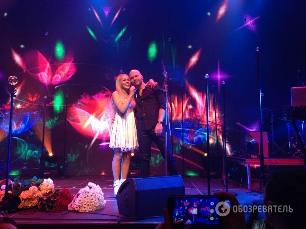 Alyosha показала сина на сольному концерті в Києві