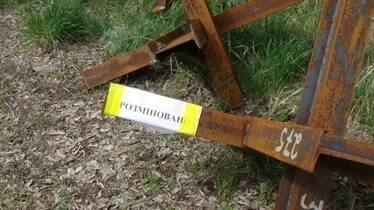 СБУ знайшла на кладовищі в Попасній схованку з російською зброєю і боєприпасами