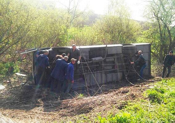 У Хмельницькій області в аварію потрапив автобус: більше десятка постраждалих. Фотофакт