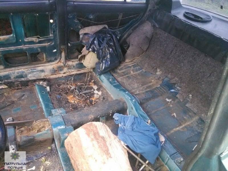 Без фар и на пеньке: в Ивано-Франковске задержали пьяного водителя-аскета
