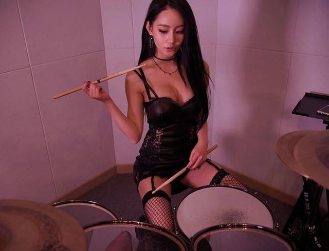 """""""Няшна"""" барабанщиця з Південної Кореї стала зіркою мережі"""