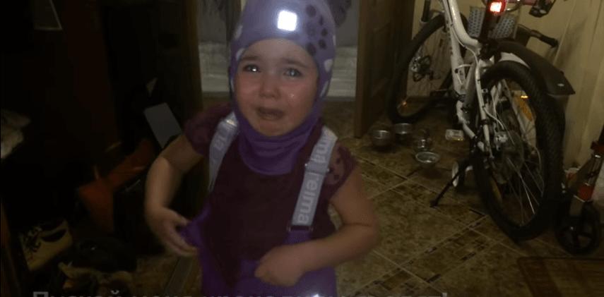 """""""Уезжаю в Африку!"""": плачущая девочка стала звездой в сети"""
