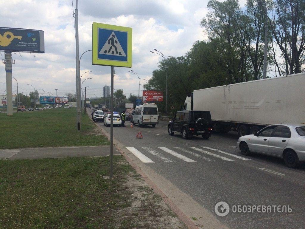 В Киеве фура смяла внедорожник