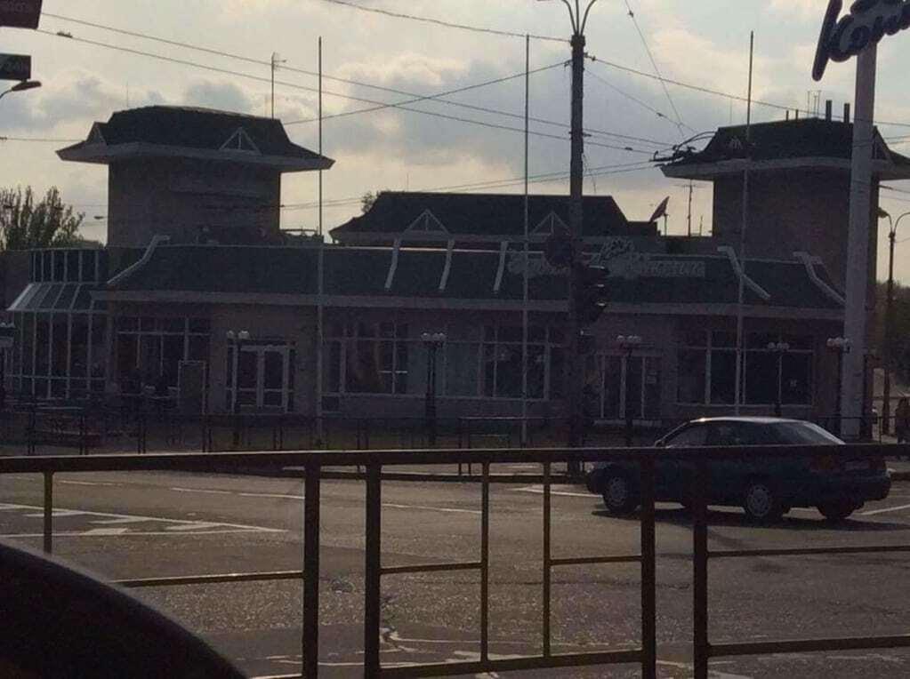 """Реінтеграція Донбасу почалася: терористи """"ДНР"""" захопили McDonalds"""