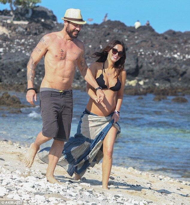 Развода не будет: папарацци засняли на отдыхе беременную Меган Фокс с мужем
