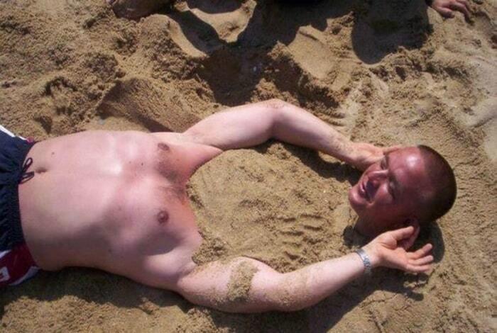 Звезды пляжа: топ-17 курьезных фото людей на отдыхе