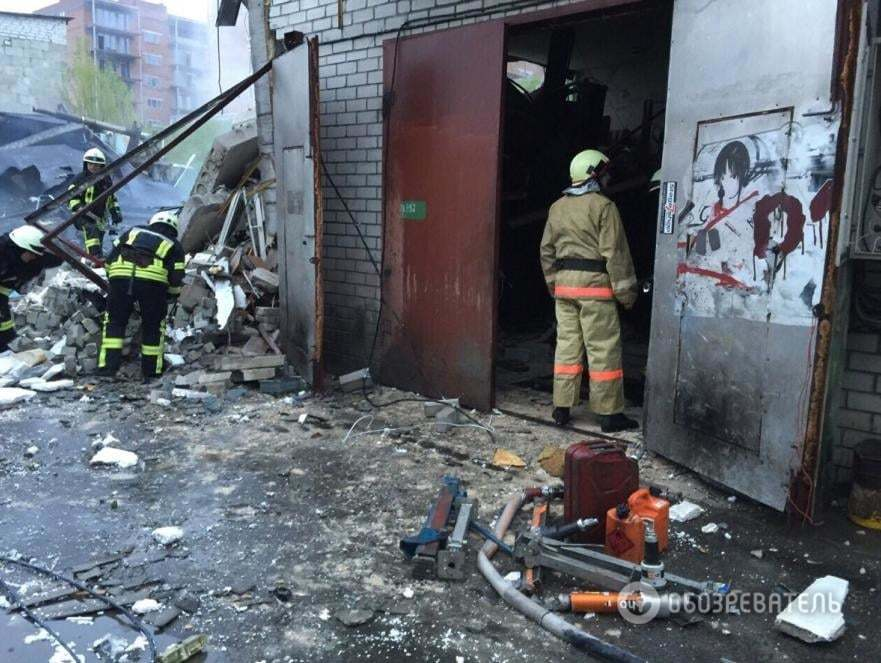 У Києві вибухом рознесло п'ять гаражів, є загиблий: опубліковано фото