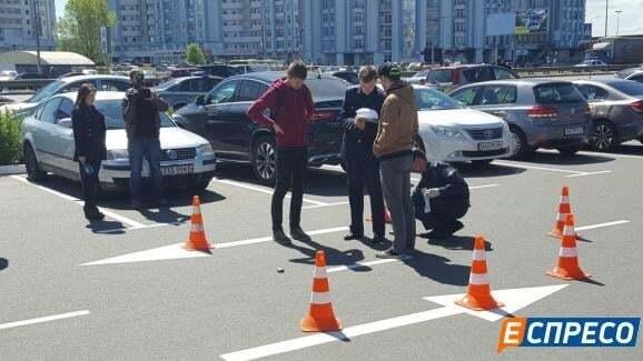 У Києві на парковці сталася стрілянина, є поранений