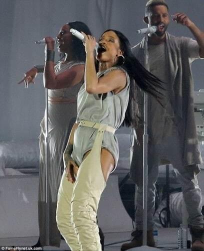 На располневшей Рианне не застегнулся концертный костюм: опубликованы фото