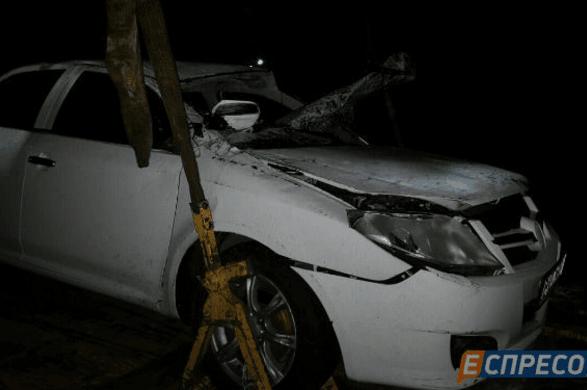 ДТП у Києві: автомобіль 4 рази перекинувся на дорозі