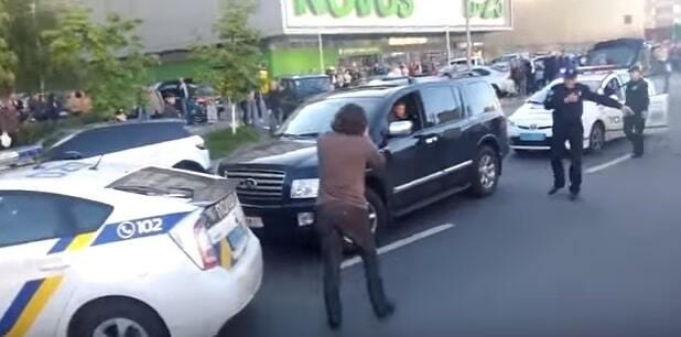 Погоня полиции за Infiniti в Киеве: водитель был пьяным и агрессивным