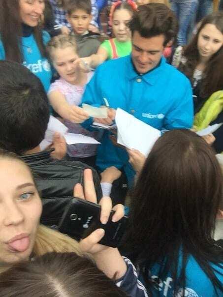 Орландо Блум посетил третий город на Донбассе: опубликовано видео