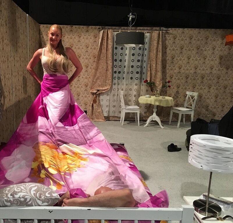 Из балерины в актрисы: Волочкова разделась перед театральным зрителем