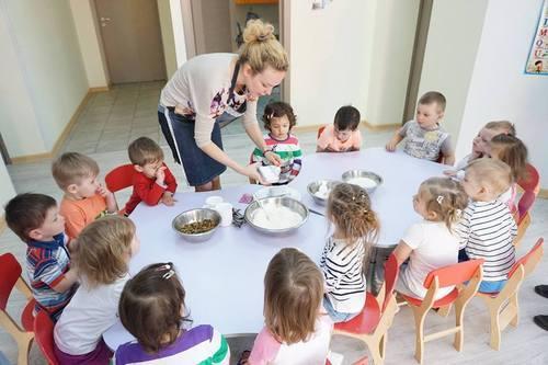 Первый кулинарный опыт: дочки Камалии испекли паску
