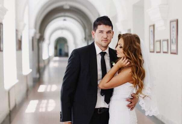 """Невестка нардепа Куницына показала """"подкачанные"""" губы и фото в бикини"""